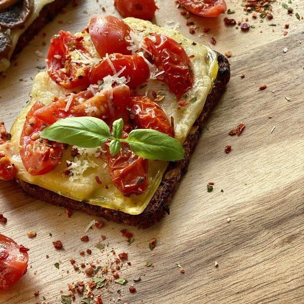 Skøn vegansk rugbrøds-bruschetta