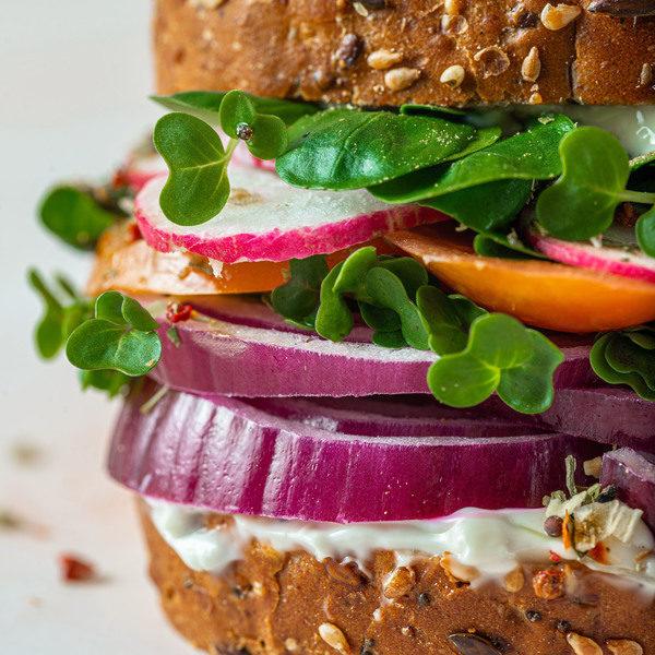Delikat sandwich med rester fra aftensmaden