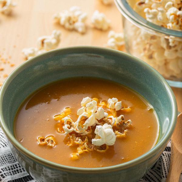 Delikat gulerodssuppe med popcorn
