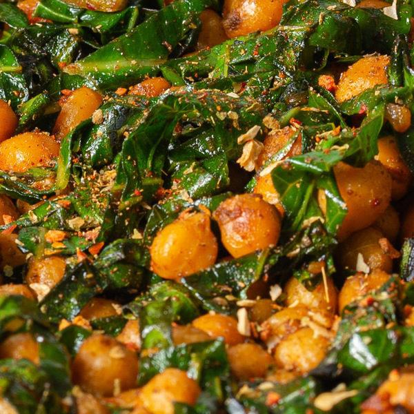 Lækre stegte kikærter og bladgrønt