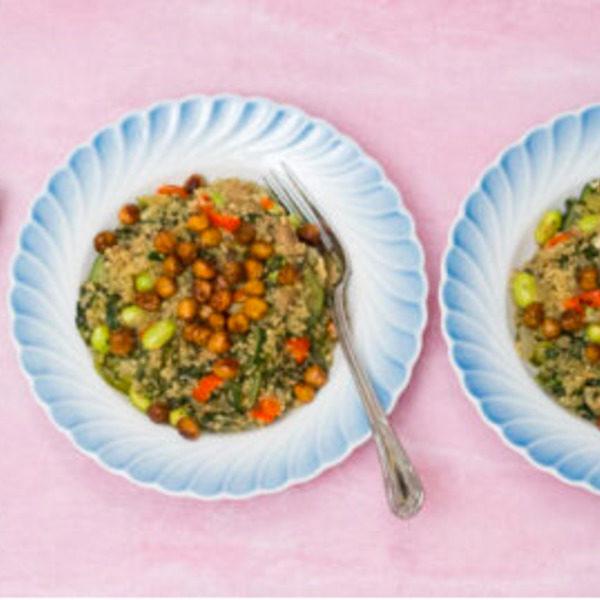 One pot quinoagryde med grøntsager og ristede kikærter
